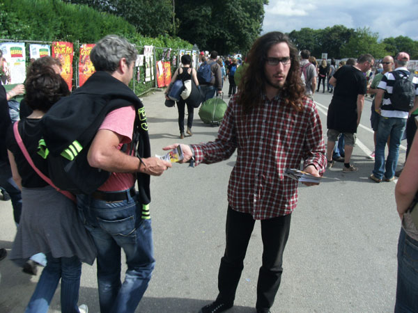 Street marketing distribution de flyers sur le festival des Vieilles Charrues