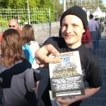 Distribution de flyers Europavox à l'entrée d'un concert du festival Printemps de Bourges 2013 au W par Street Dispatch