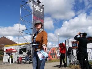 Distribution de flyers à l'entrée du festival Hellfest