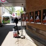 Pose d'affiches Alex Sorres au festival du Printemps de Bourges
