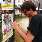 Pose d'affiches Bug Glitch and Dub dans l'espace des professionnels au festival du Printemps de Bourges