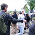 Distribution de flyers au festival du Printemps de Bourges devant le W