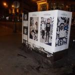 Affichage sauvage pour Maison Standards devant la boutique Replay rue Étienne Marcel à Paris