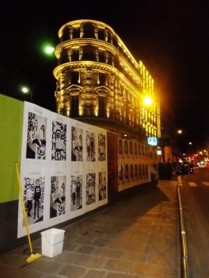 Affichage sauvage pour Maison Standards devant La Samaritaine à Paris