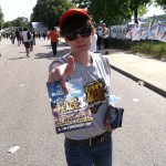 Distribution de flyers Urban Peace au festival Solidays