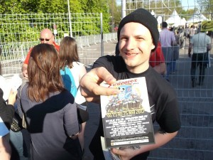 Distribution de flyers Europavox à l'entrée d'un concert du Printemps de Bourges 2013 par Street Dispatch