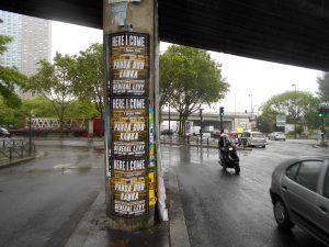 Affichage sauvage pour le Black Summer Festival sous le périphérique à la porte de la Villette