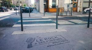 Un pochoir au sol Clean-Tag sit marquage propre pour Le rock a ses fureurs