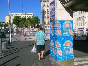 Affichage sauvage pour le festival Acontraluz à Marseille