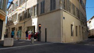 Emplacement publicitaire à Avignon à l'angle de la rue de la Bonneterie, des Teinturiers et des Lices.