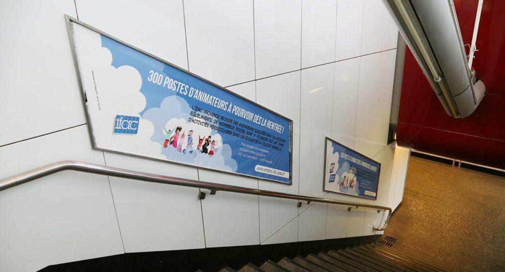 Réseau publicitaire d'affichage de rampes dans le métro de Marseille