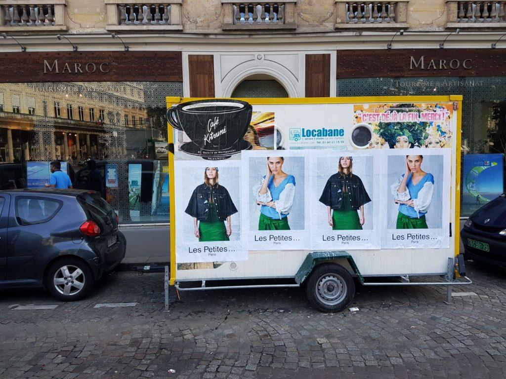 Affichage pour Les Petites et La Maison Kitsuné pendant la Paris Fashion Week.