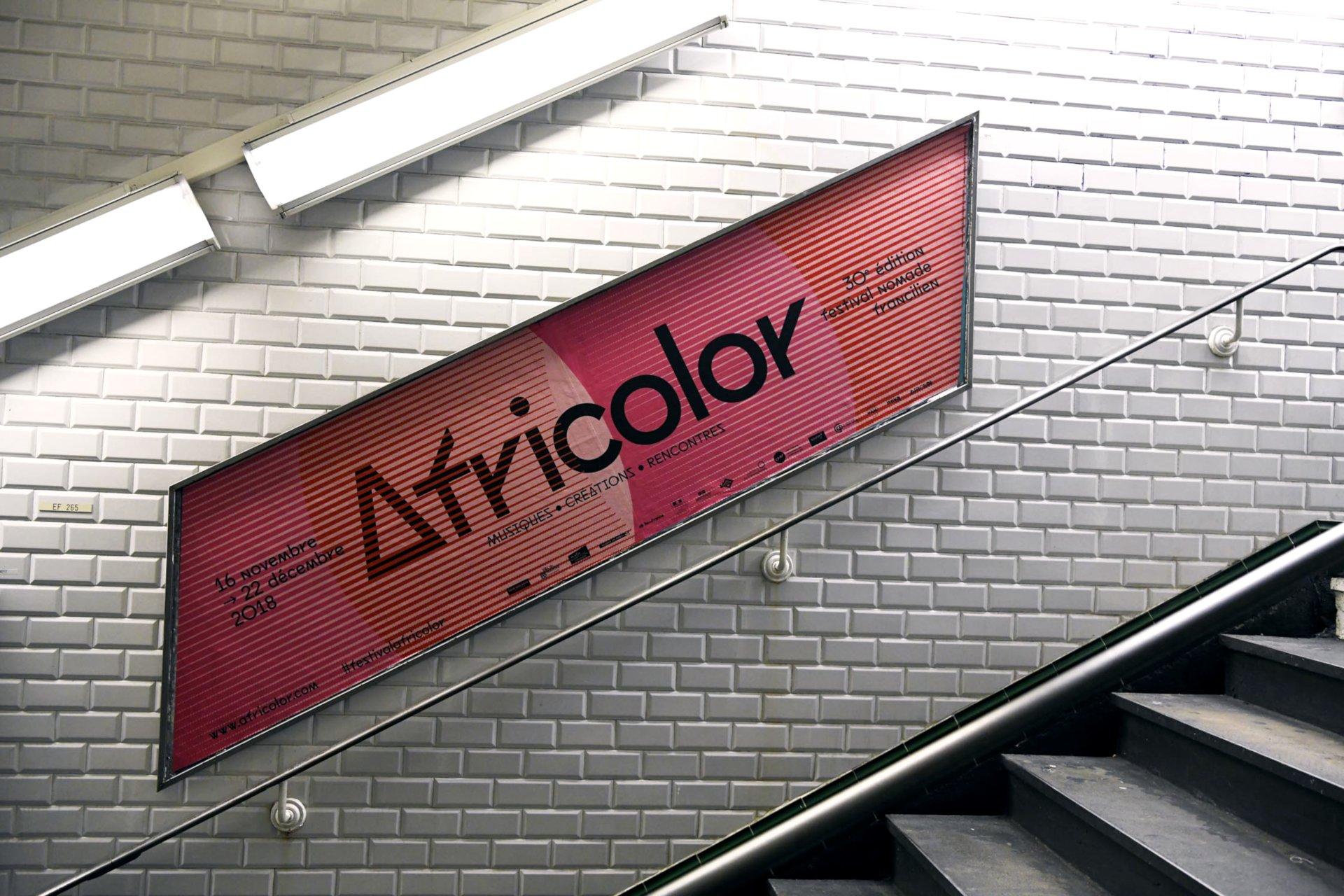 Affichage dans le métro parisien sur le réseau des rampes pour le Festival Africolor
