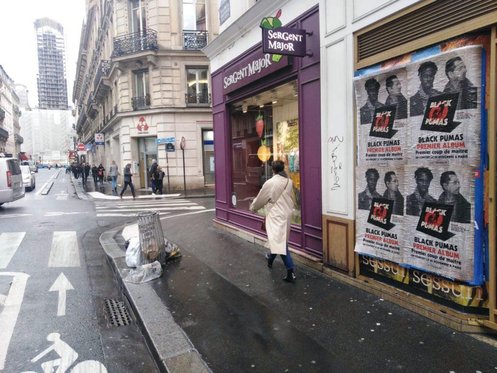 Affichage sauvage à Paris pour la sorite de l'album du groupe de musique The Black Pumas