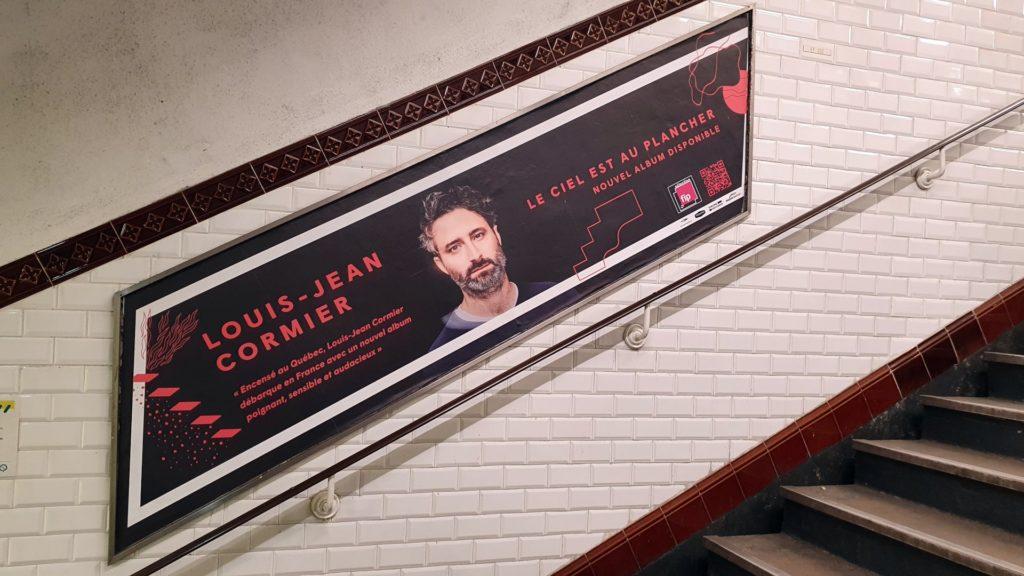 Publicité sur les rampes d'escaliers du métro parisien pour Jean-Louis Cormier
